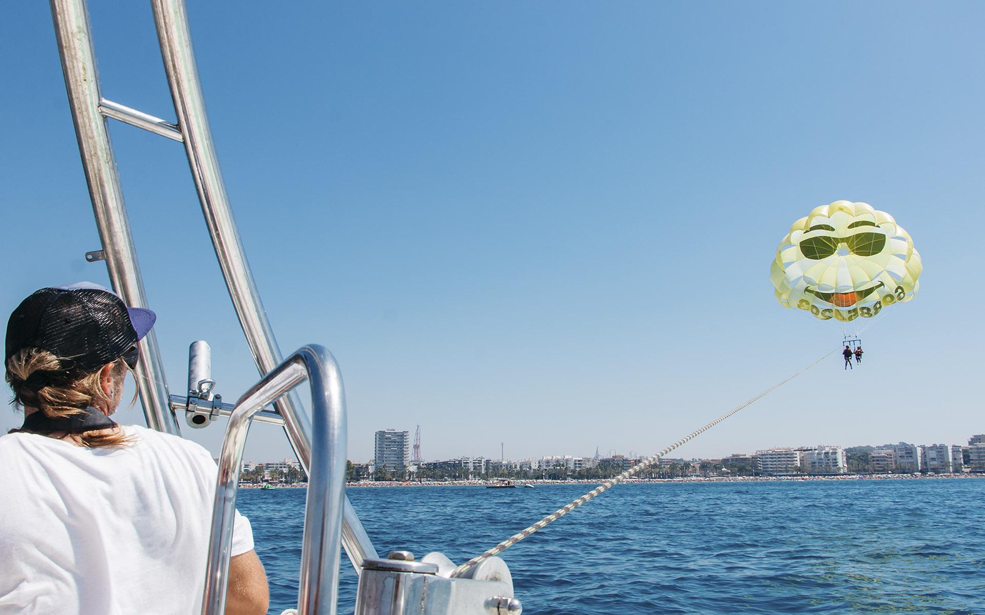 Vuela sobre el mar en Salou