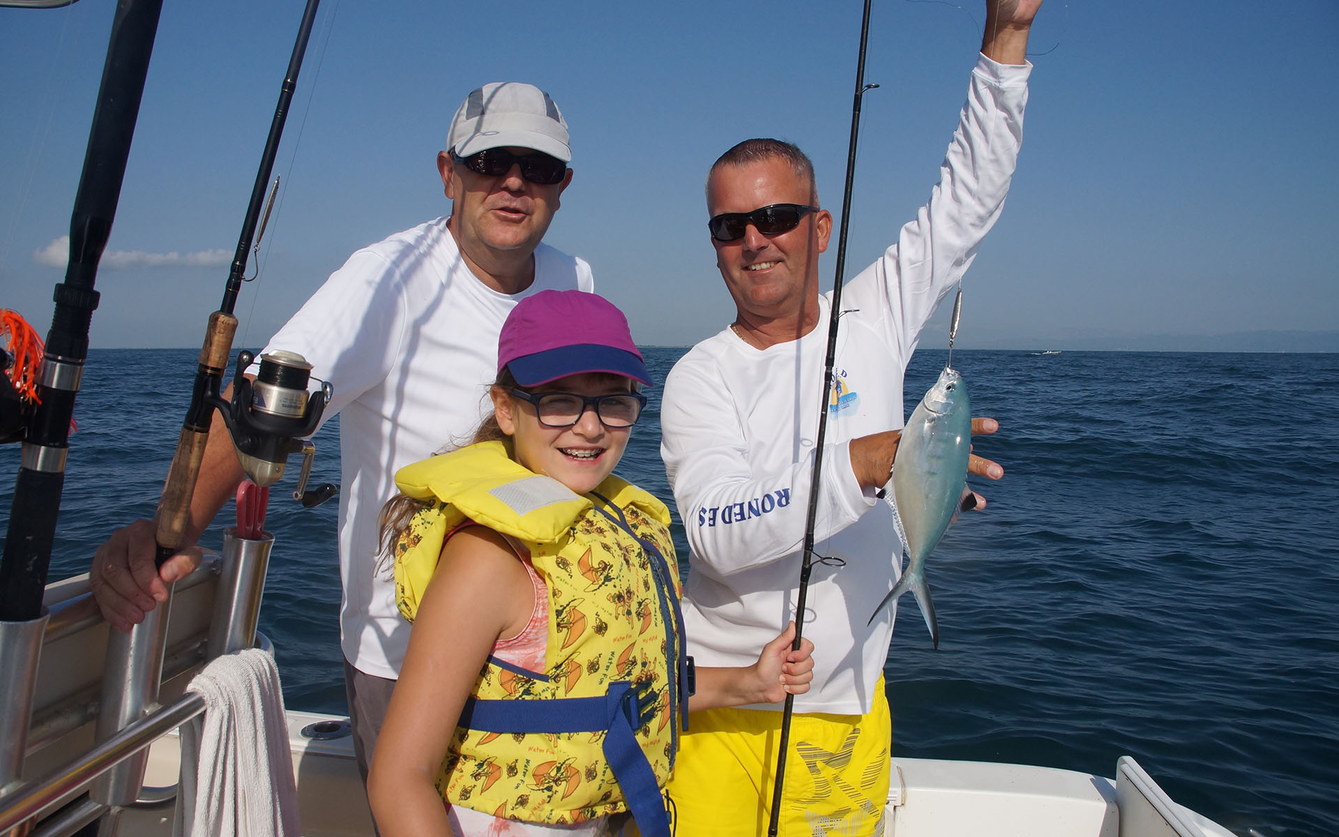 Pesca i passeig familiar en vaixell pel Delta