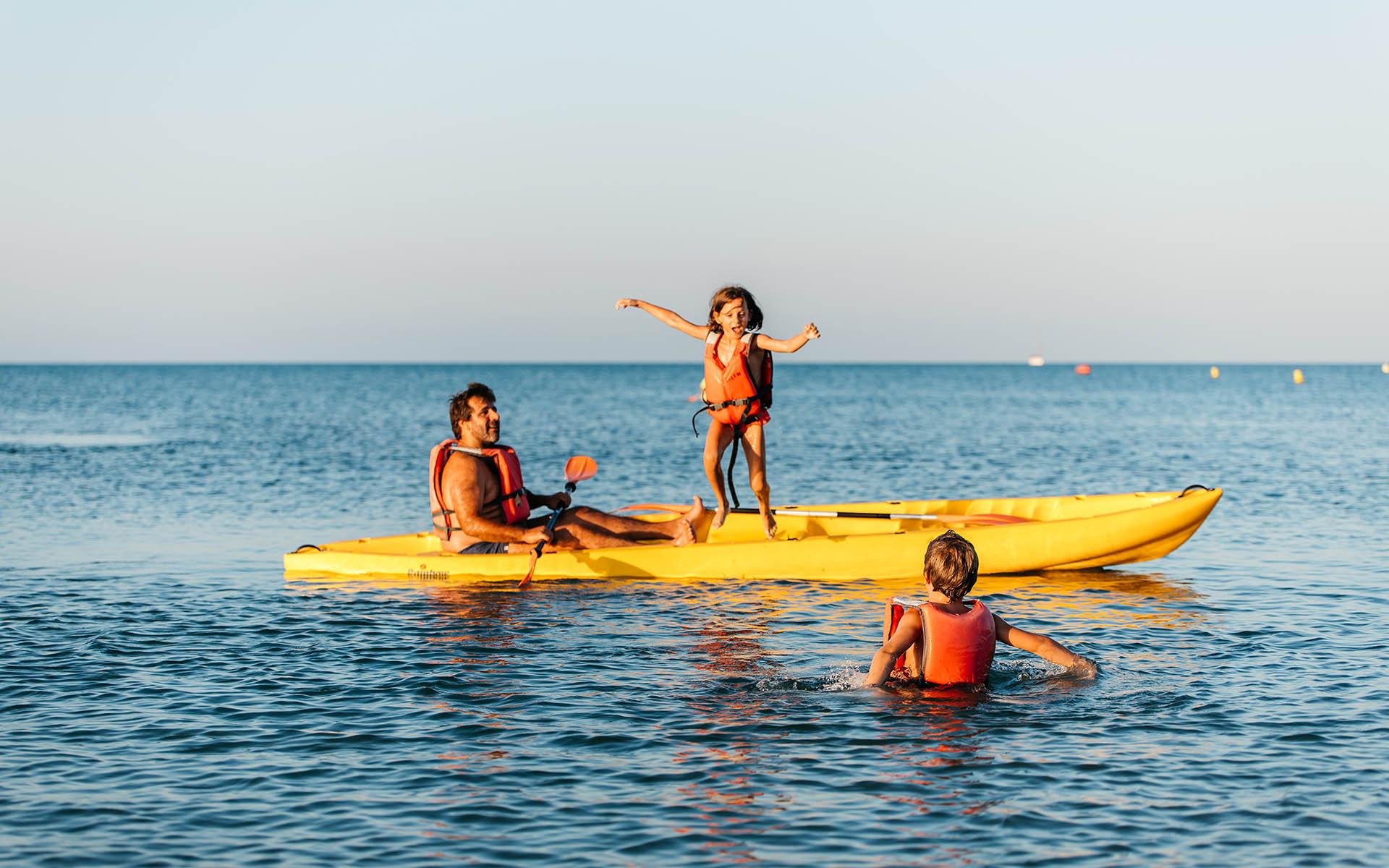 Libertad, silencio, paz, naturaleza... El placer de navegar en kayak de mar